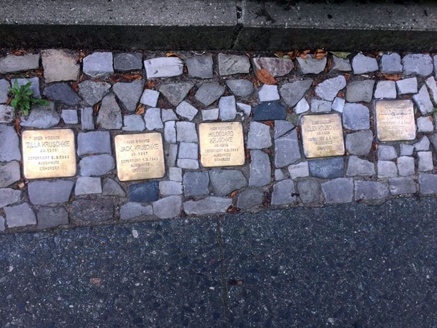 Four Stolpersteine with the names of four victims of the Nazi genocide in Berlin. Foto: Tamara Bursztein.