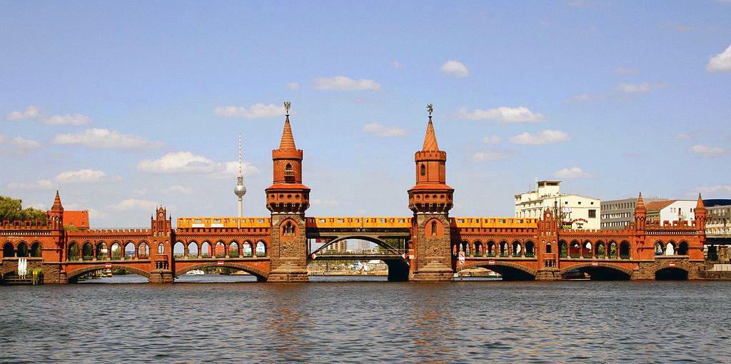 Oberbaumbrücke - Berlín - Friedrichshain - Foto: Sarah Jane at Flickr Wikipedia /Creative Commons - ladoberlin.com.