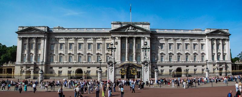 037_Buckingham_Palace_24-Jul-04-Edit