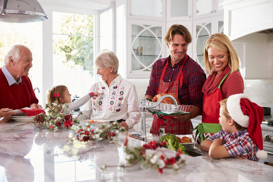 7 Tips to Help You Manage Holiday Stress with Extended Family