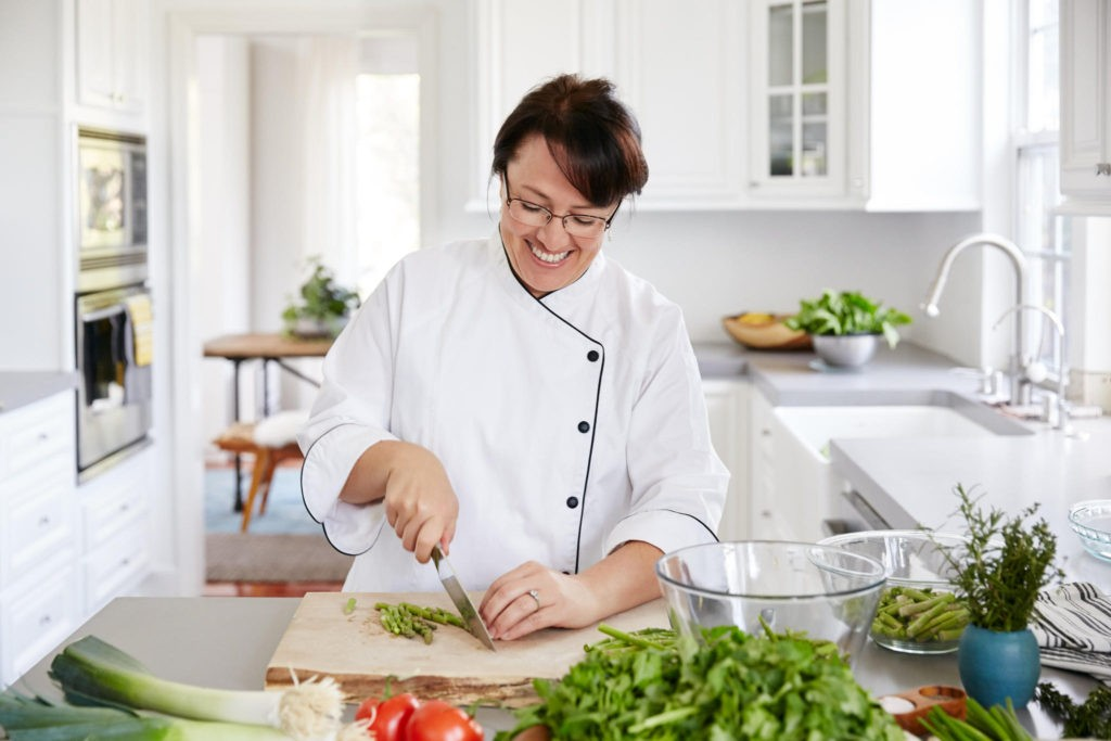 Andrea Sprague The Holistic Chef chopping vegetables