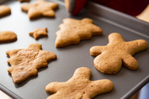 Baking tray with gingerbread holiday cookies