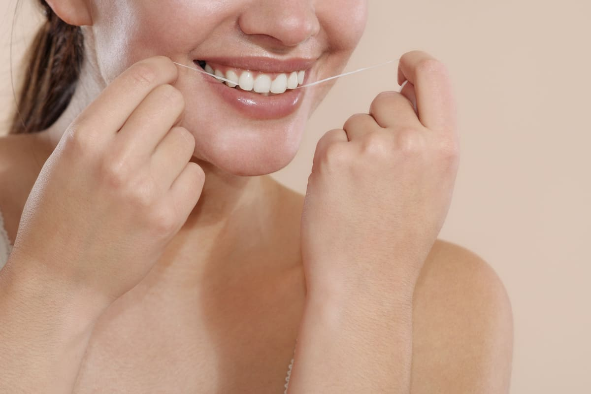 Benefits of Flossing Your Teeth Regularly