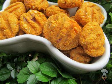(wheat and dairy-free, vegan, vegetarian) sweet potato apple dog treat/biscuit recipe