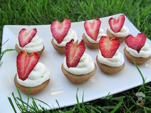 (gluten and wheat-free) strawberry peanut butter banana kisses! dog treat recipe