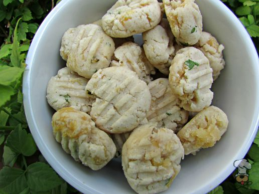 (wheat and gluten-free) coconut chicken dog treat/biscuit recipe