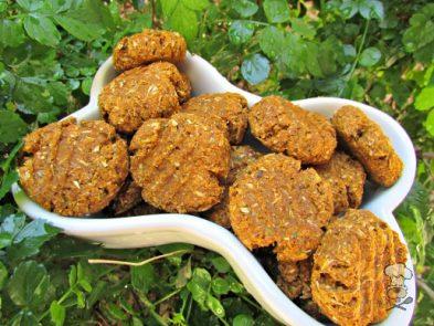 (dairy-free, vegan and vegetarian) parsley pumpkin cheddar dog treat/biscuit recipe