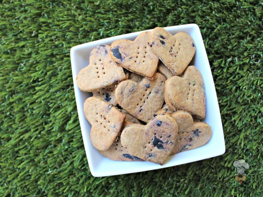 (wheat and dairy-free) peanut butter blueberry dog treat/biscuit recipe