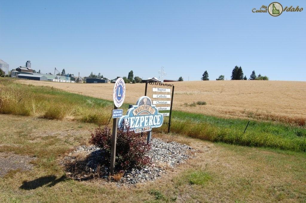 Nezperce Idaho sign at entrance to town.