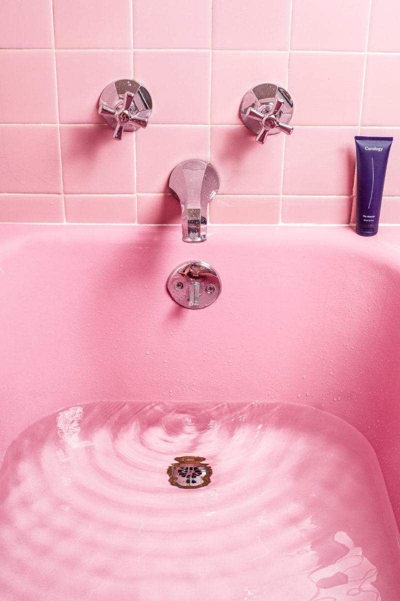 Hot bath to relieve nausea