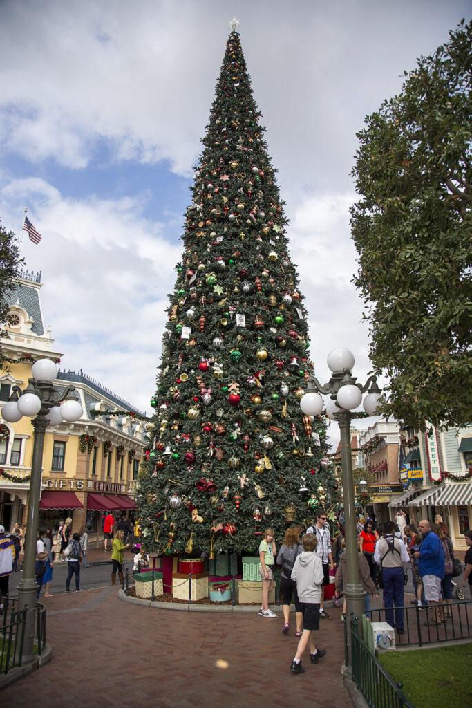 Disneyland Holidays Bring Merriment to the Disneyland Resort