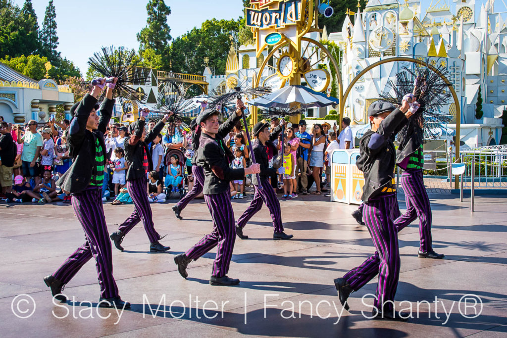 Mickey's Soundsational Parade - A Symphony of Disney Characters