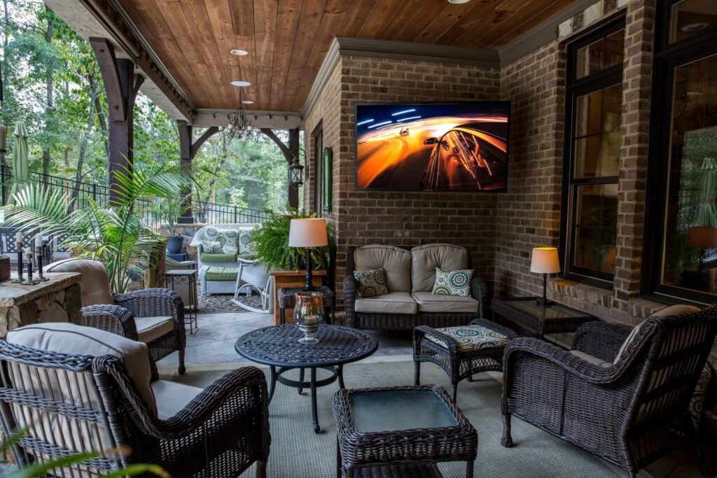 The Perfect Outdoor Home Theater Screen