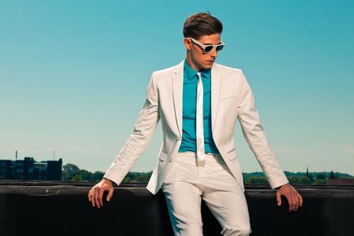 Whiter Than White–Why White Clothes Yellow