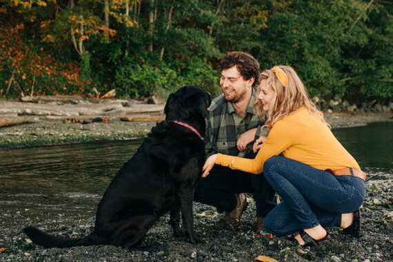 photos session for couple and dog