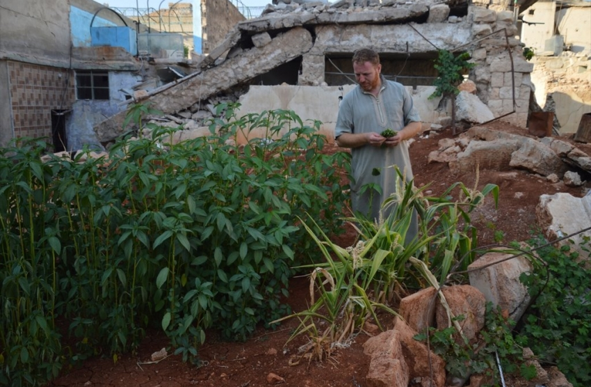 vegetable-growing-among-ruins-aleppo-1469100025-5465