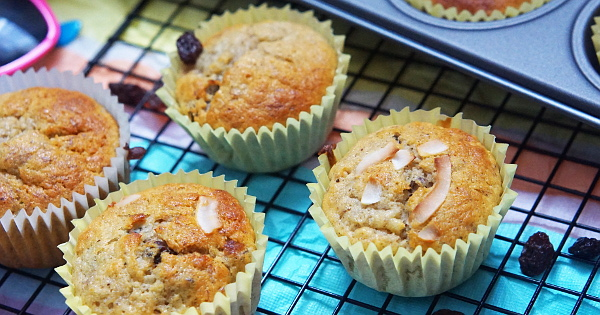 sugar-free raisins and banana muffins
