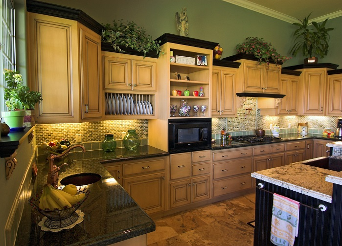 Traditional kitchen with stacked uppers