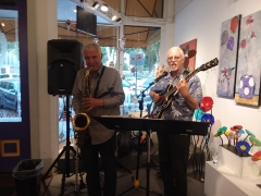 <p>Crowd really enjoyed the cool jazz from Bill Lieske (L) and Steven Ayers.</p>