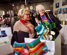 <p>Ladies admiring Carole Perry's incredible glass tapestries.</p>