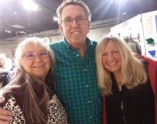 <p>Tony always seems to find the ladies! He's here with beauties Peggy and Nancy.</p>