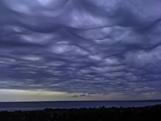 weird-beautiful-cloud-formations-34