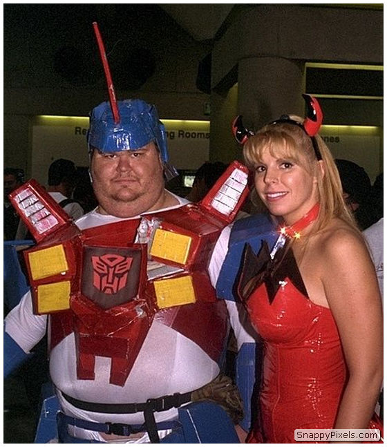 bad-cosplay-costume-fails-11