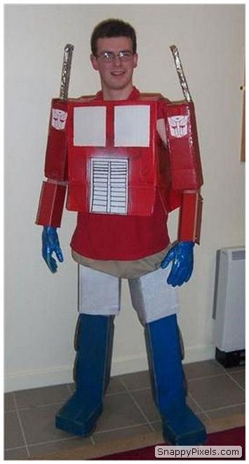 bad-cosplay-costume-fails-12