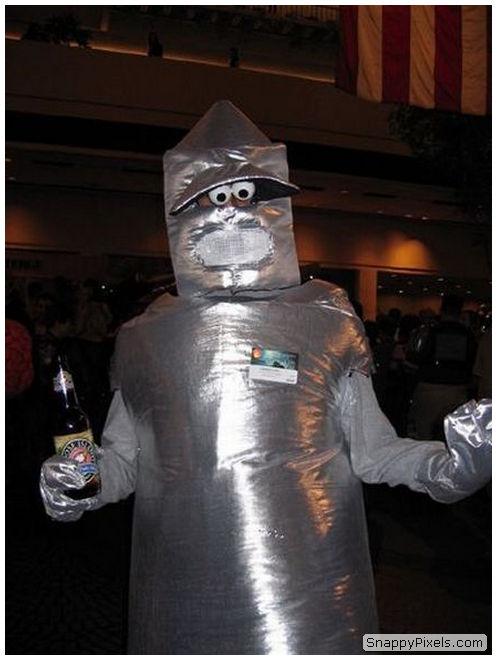 bad-cosplay-costume-fails-16