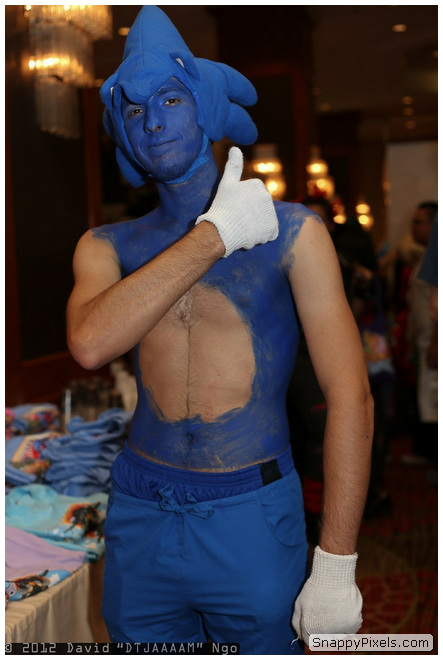 bad-cosplay-costume-fails-19
