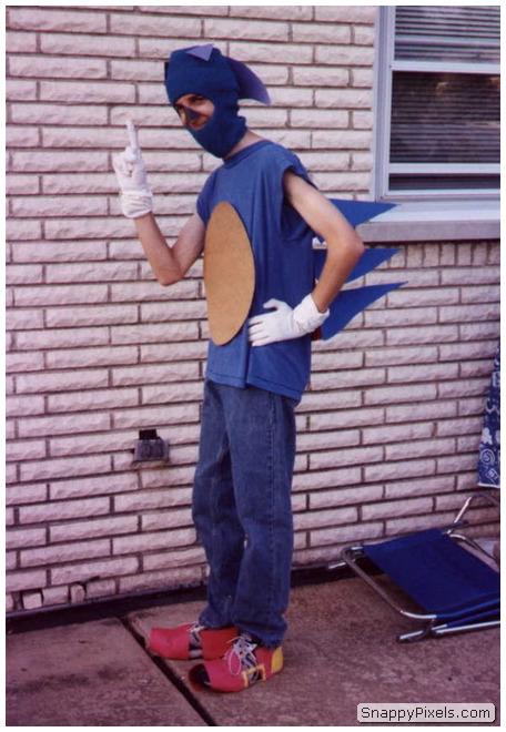 bad-cosplay-costume-fails-27