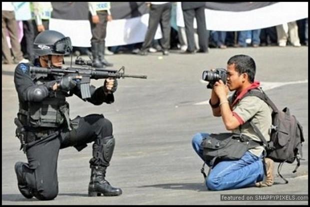 crazy-dangerous-photographers-34