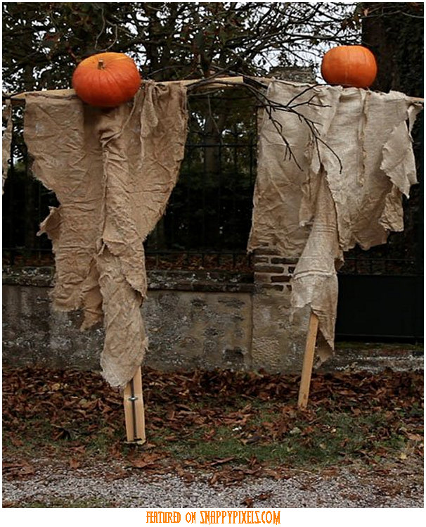 diy-scary-halloween-decorations-outside-16
