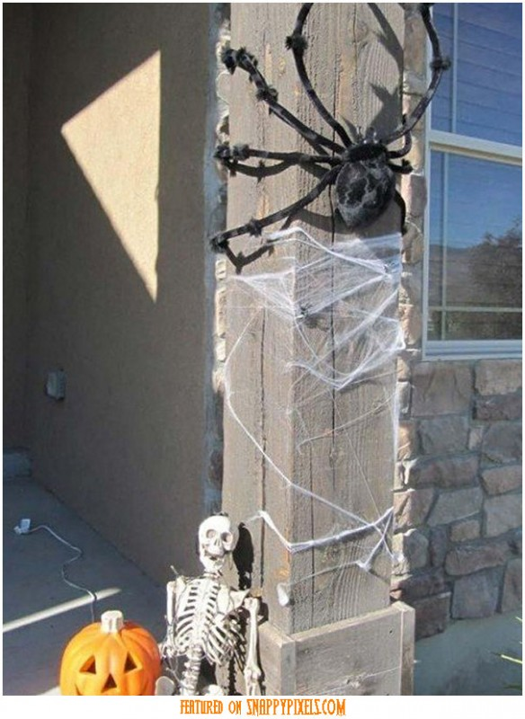 diy-scary-halloween-decorations-outside-26