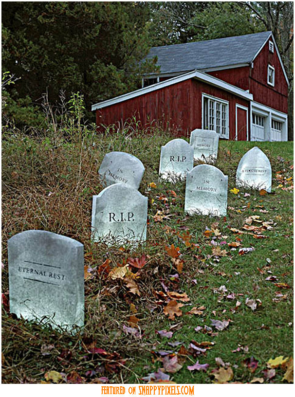 diy-scary-halloween-decorations-outside-29
