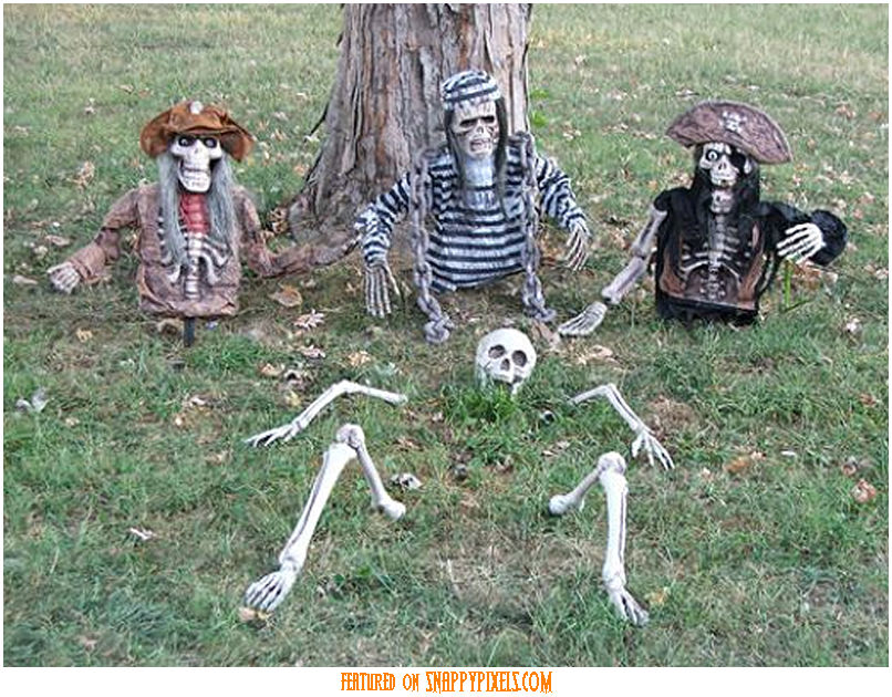 diy-scary-halloween-decorations-outside-34
