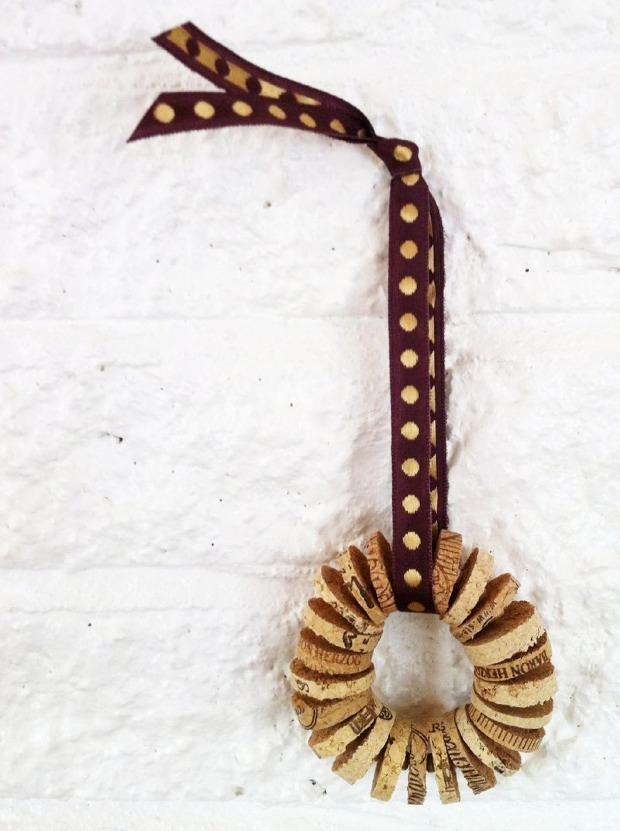 diy-wine-cork-art-projects-9