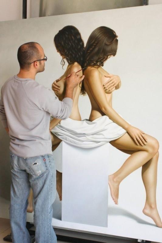 hyper-realistic-paintings-by-Omar-Ortiz-2