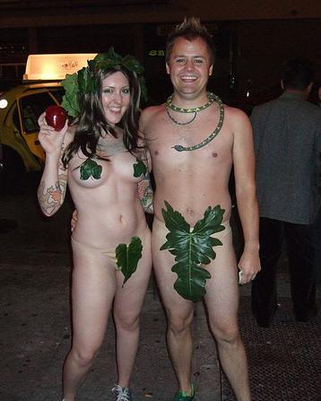 creative-halloween-costumes-made-for-couples-11