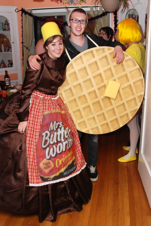 creative-halloween-costumes-made-for-couples-22