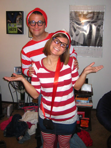 creative-halloween-costumes-made-for-couples-23