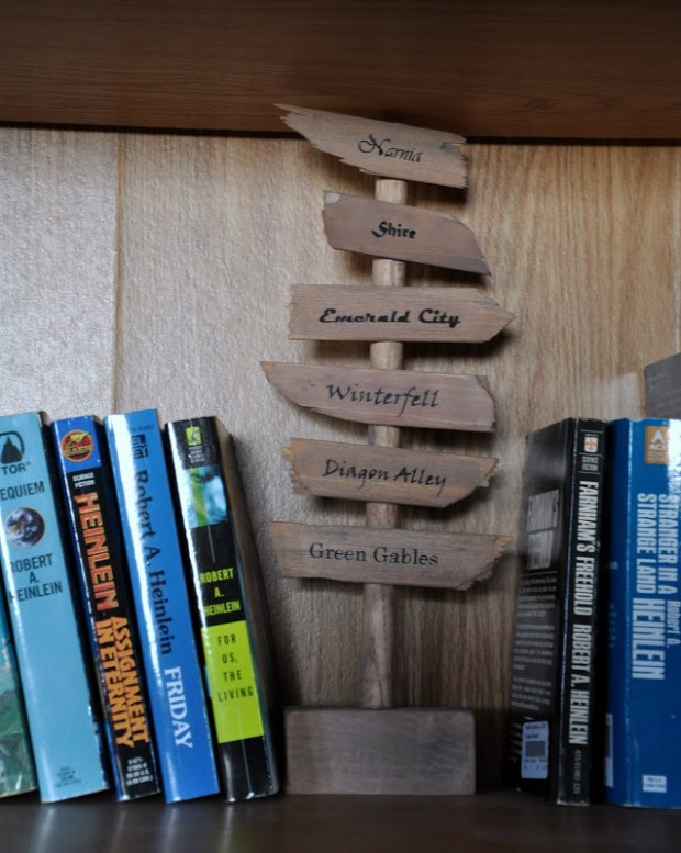 diy-direction-sign-bookend