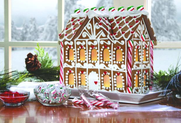 Simple-Inspiring  Gingerbread House Ideas-29