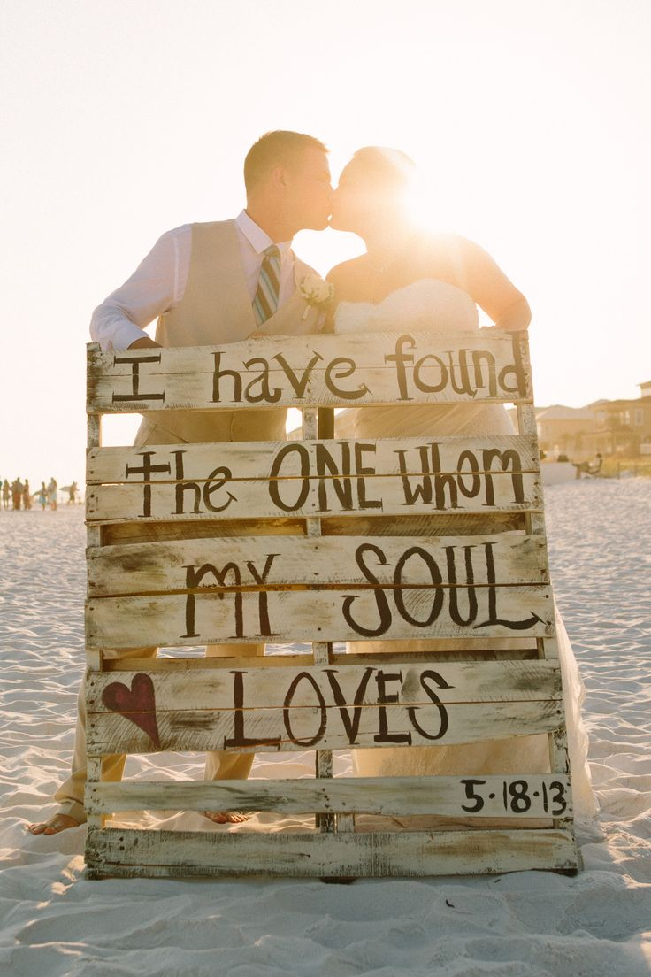 26 Pallet Signs & Ideas for Weddings