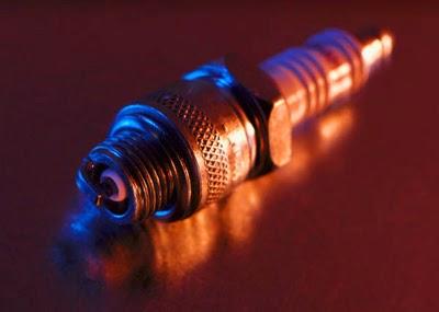auto-mechanic-spark-plug