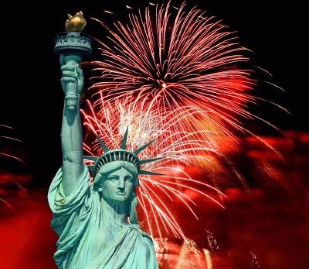 6846118-the-statue-of-liberty-and-4th-of-july-fireworks