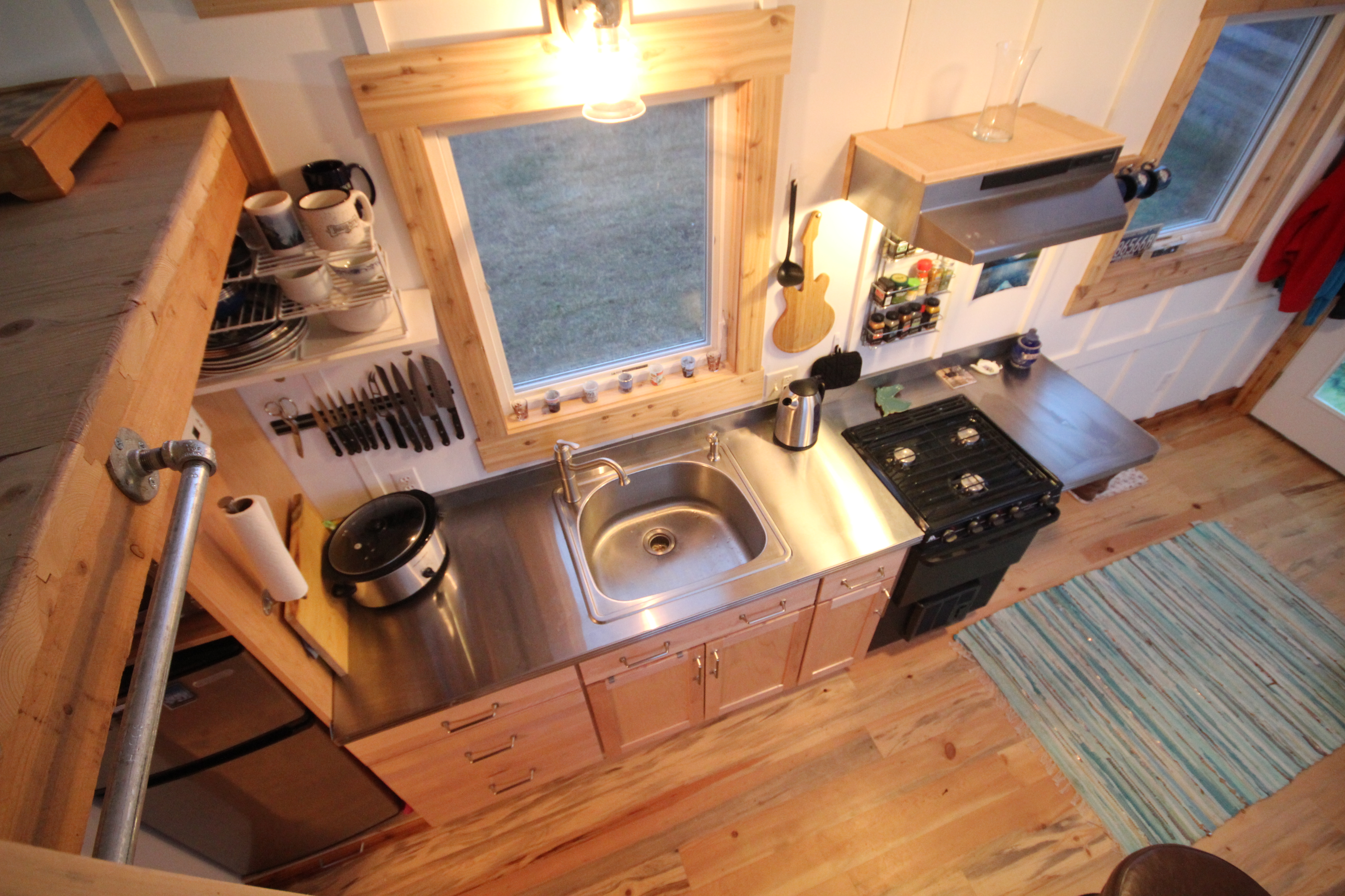 SMALL BUT FUNCTIONAL GALLEY KITCHEN
