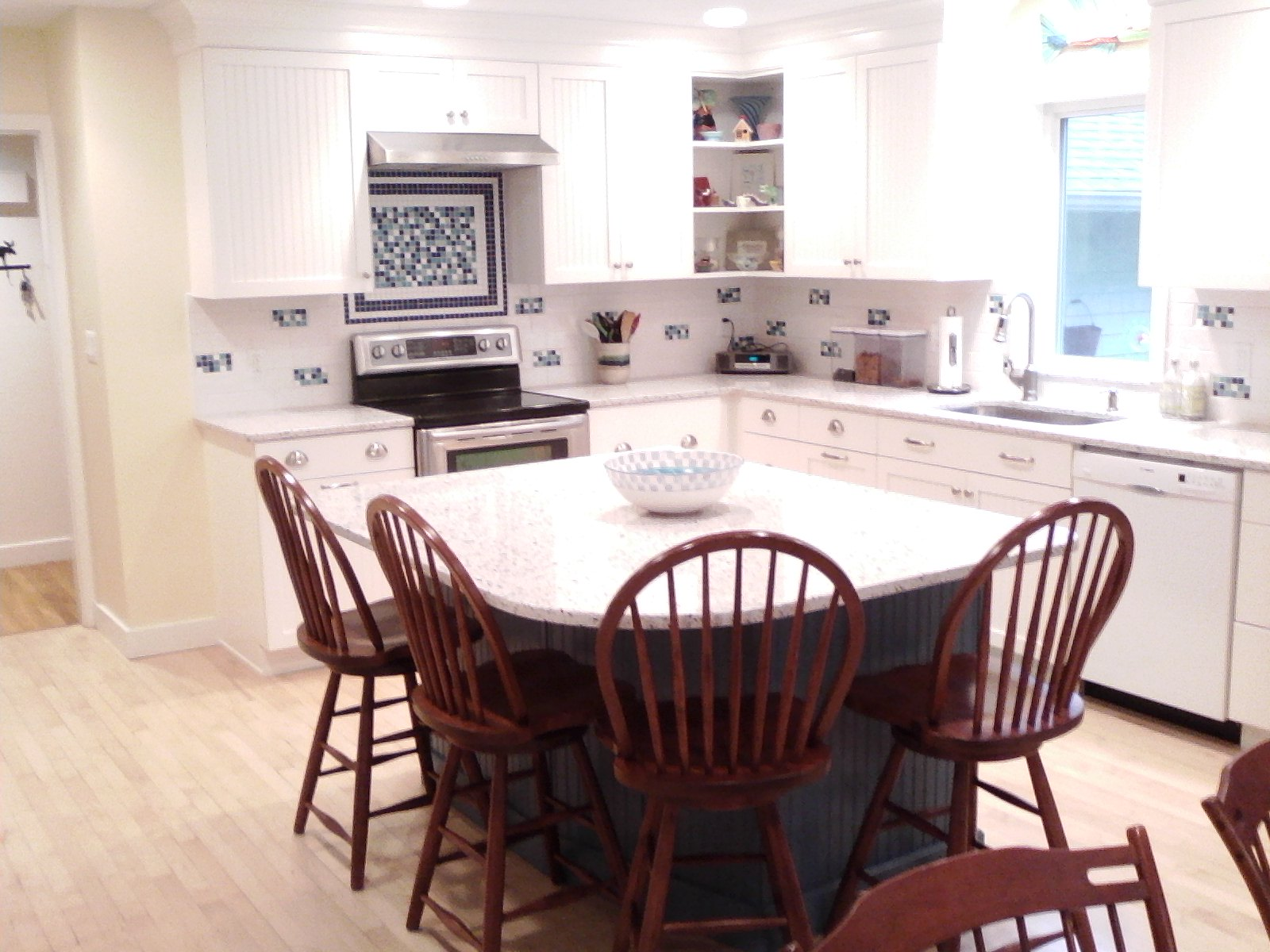 AFTER: THE L KITCHEN WITH ISLAND FOR 4