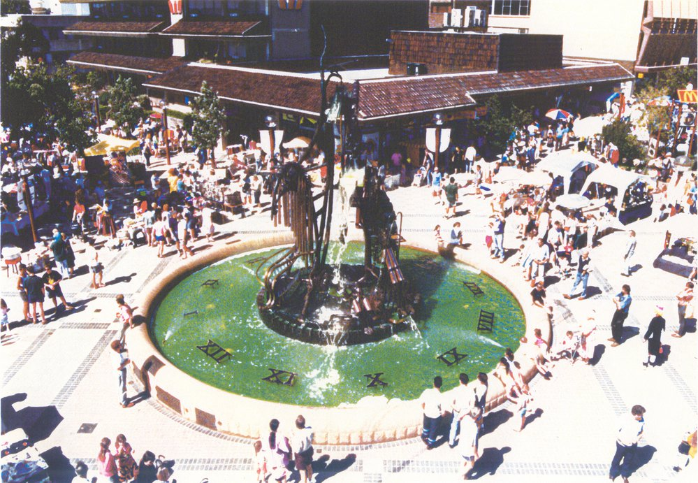 Hornsby Water Sculpture after opening - 1993