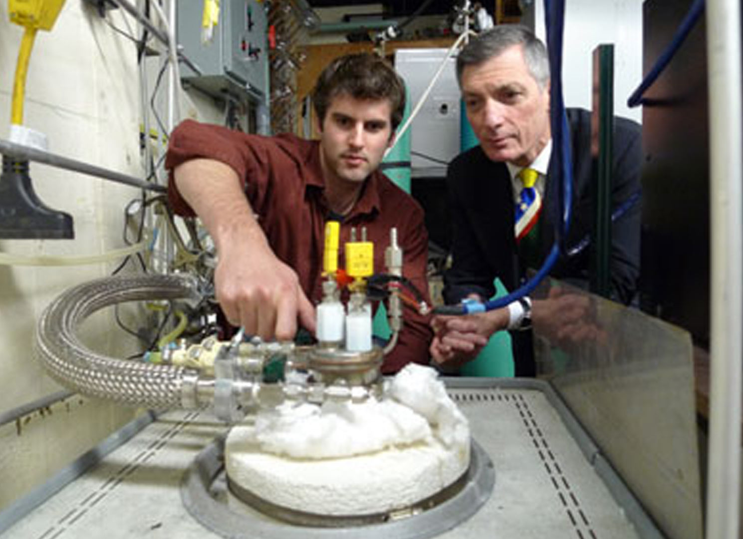 Don-Sadoway-testing with a student in a lab
